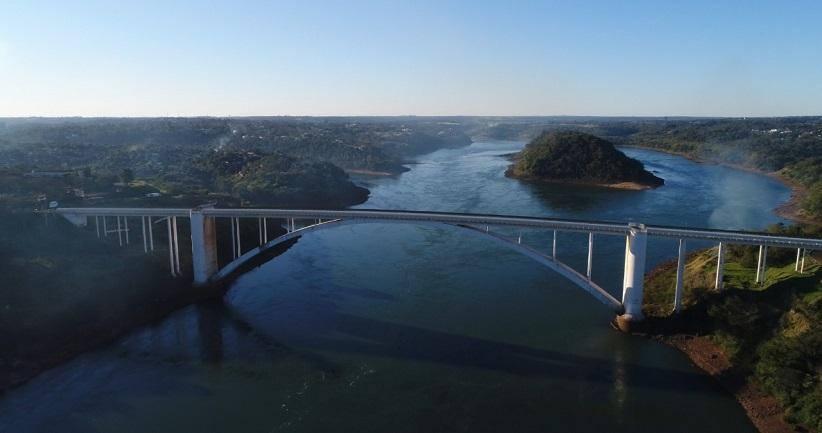 Puente de la Amistad: el gobierno brasileño mantiene la autorización para el movimiento de residentes fronterizos en ciudades gemelas.