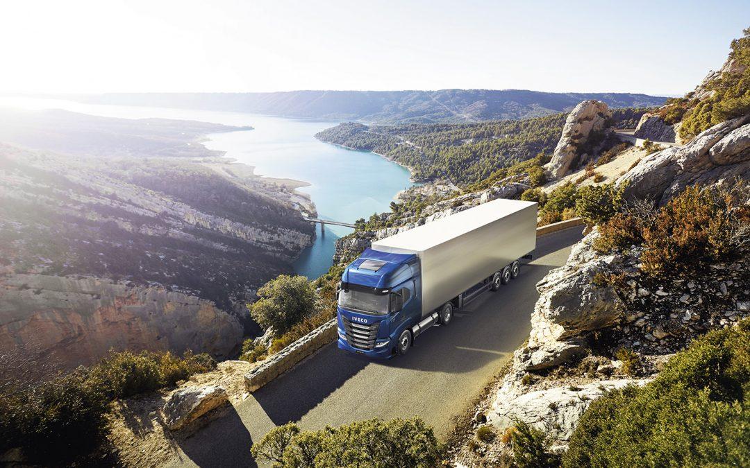 """IVECO S-Way NP 460 GNL gana el premio de """"Camión Sustentable 2021"""" en Europa"""