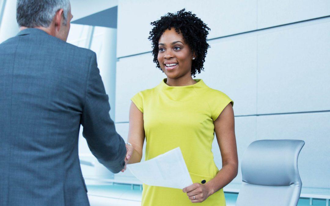 Para encontrar los mejores candidatos, muestran 81 estudios, nunca debes decir esto en un anuncio de trabajo