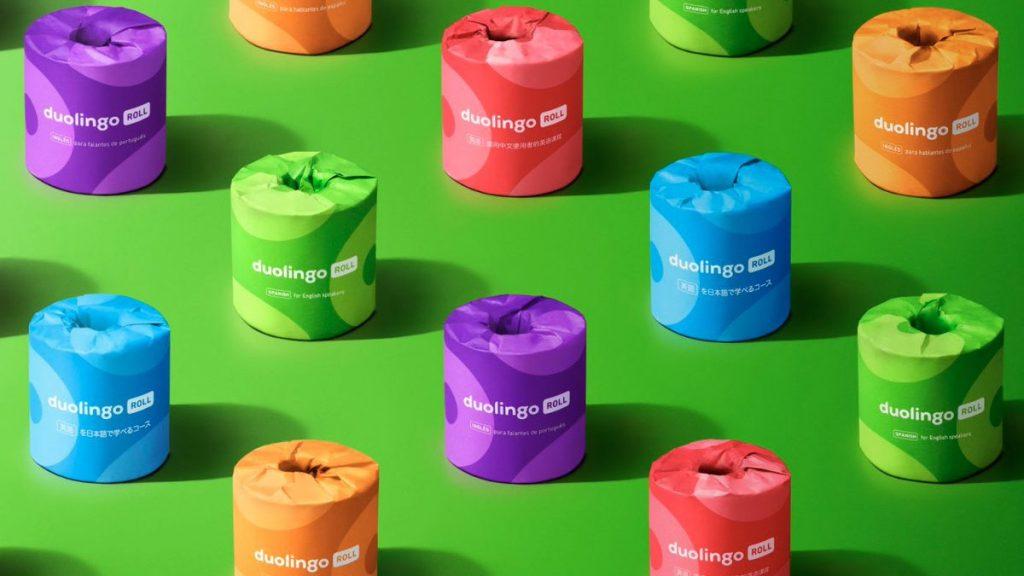 """Duolingo imprime clases de idiomas en rollos de papel higiénico en esta """"hedionda"""" campaña"""