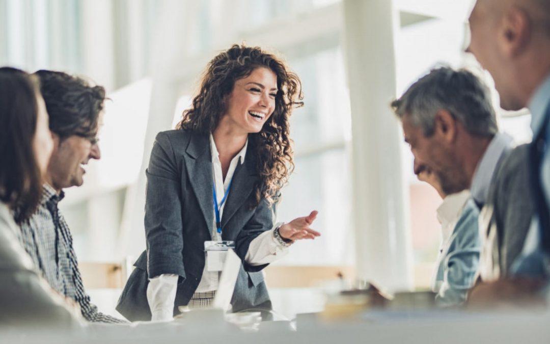 Los líderes emocionalmente inteligentes toman mejores decisiones más rápido usando la 'Regla de las 3 preguntas'